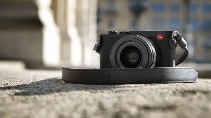 Leica's Q2 on ground