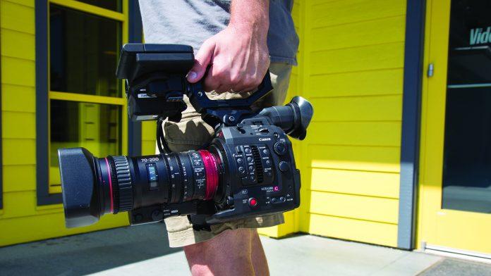 Mounted Canon COMPACT-SERVO 70-200mm
