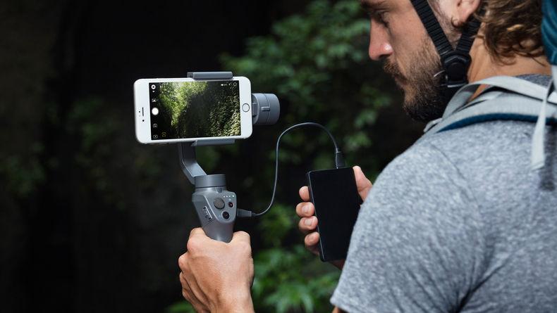 Man using Osmo Mobile 2