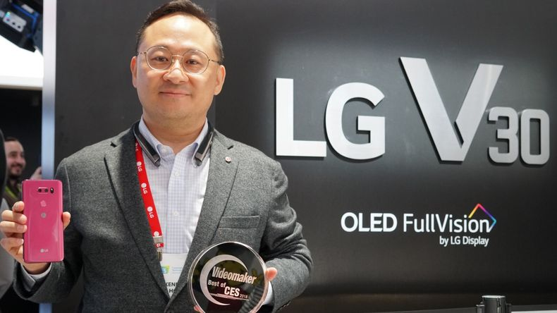 LG Representative with V30 and Best of CES 2018 Award
