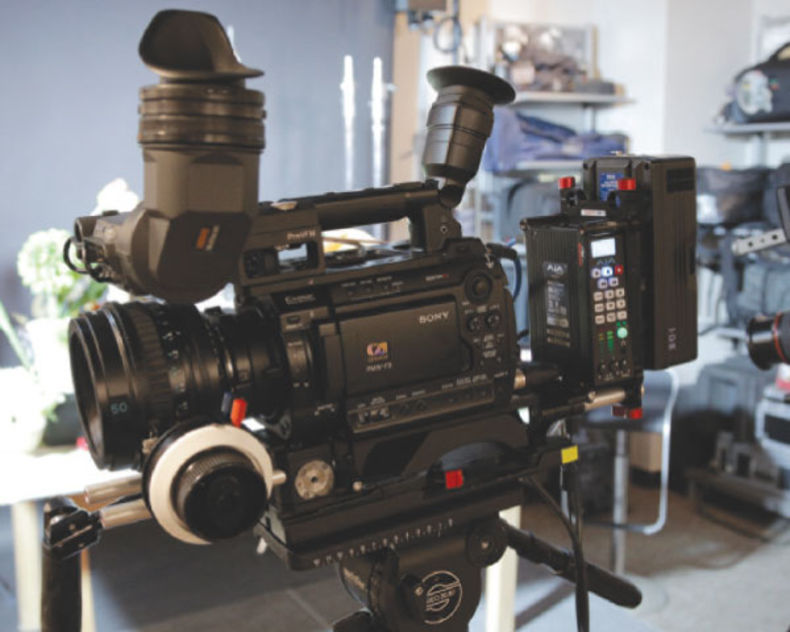 camcorder-with-much-equipment