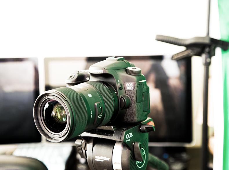 Canon EOS 70D on Sachtler Ace tripod