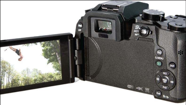 Panasonic Lumix DMC-G7 articulating LCD panel