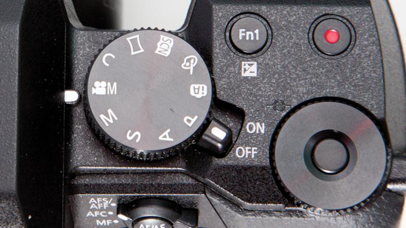 Panasonic Lumix DMC-G7 large top control dial