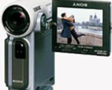 Bluetooth-Enabled Sony Camcorder is Adorably Tiny