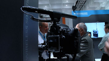 still shot of the Sennheiser MKE600 mounted to a DSLR camera